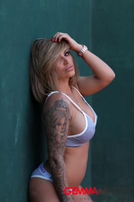 Gemma Massey - Strips Naked on the Tennis Court