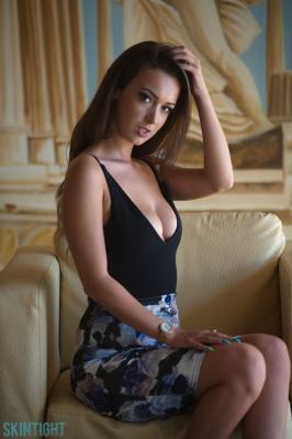 Lauren-Louise-Window-Undressing--r6rexhr4cd.jpg
