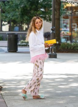 Kat Graham running errands in Beverly Hills 4