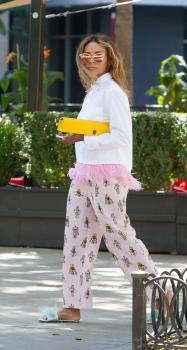 Kat Graham running errands in Beverly Hills 12
