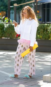 Kat Graham running errands in Beverly Hills 15