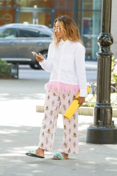 Kat Graham running errands in Beverly Hills 19