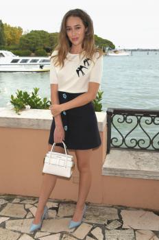 Alycia DebnamCarey has lunch at Hotel Cipriani 2