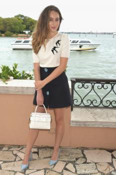 Alycia DebnamCarey has lunch at Hotel Cipriani 4