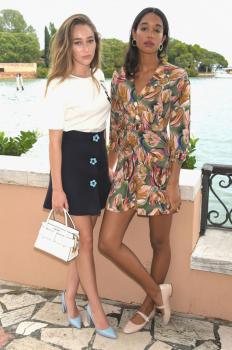 Alycia DebnamCarey has lunch at Hotel Cipriani 7